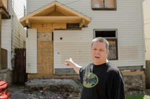 Norton Street resident Raymond Wehring points at one of the six abandoned homes on his Mt. Washington street. Photo by Chris Squier | Point Park News Service