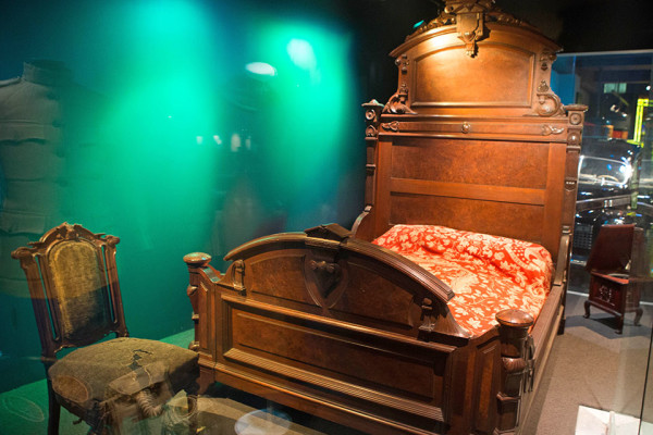 In 1861, Abraham Lincoln slept in this bed during his only trip to Pittsburgh. Photo: Ralph Musthaler | Point Park News Service