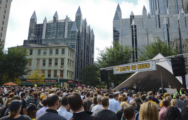 Pirate fans pack Market Square on Sept. 30, 2014 for a playoff rally. Photo: Haley Wisniewski | Point Park News Service