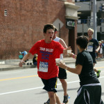 Hundreds of volunteers cheer on Pittsburgh Great Race runners